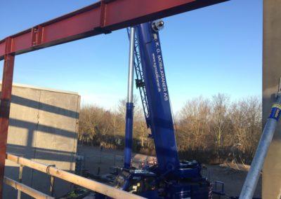 Holbæk-KG-Mobilkraner-arbejder-med-elementmontage-og-hejs-af-jernkonstruktioner_0034